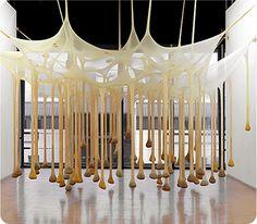 兵庫県立美術館 エルネスト・ネト 《私たちはあの時ちょうどここで立ち止まった》 2002年