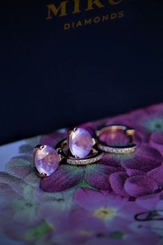 Náušnice Still life Still Life, Rose Quartz, Ale, Wedding Rings, Engagement Rings, Diamond, Earrings, Beauty, Color