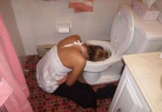 Top 14 Craziest And The Most Embarrassing Drunk Girls Fail That Are Funny As Hell. The funny images of young drunk girls are warning for you to not Funny Photos Of People, Funny Images, Funny Pictures, Funny People, Drunk Fails, Funny Fails, Farts Funny, Most Embarrassing Photos, Drunk Woman