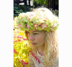 Letni wianek z jasnych sztucznych kwiatów od tenDOM