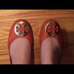 tory burch reva flats burnt orange tory burch reva flats.. worn, but still in decent condition.  slight wearing at the back, some scratches on the tory burch metal logo. Tory Burch Shoes Flats & Loafers