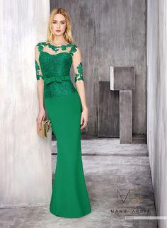 ¿Eres una apasionada del verde? ¡Mira qué vestido de Manu Garcia Costura te espera en nuestra tienda!