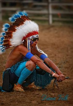 Diana Volk Photography ~ Preparing mind, body and soul for the race. This young man is preparing himself for the Championship Indian Relay race at the World Championship at the Sheridan Wyo. Native Indian, Native Art, Indian Art, North American Tribes, Native American Indians, Relay Races, American Spirit, Animal Totems, Special People