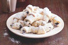 Tereziny loupavé rohlíčky s mákem | Apetitonline.cz Cupcake Cakes, Cupcakes, Oatmeal, Low Carb, Sweets, Baking, Breakfast, Desserts, Anna