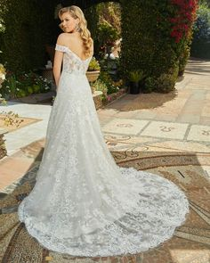 We believe there's a difference between designing a dress for your wedding and for your marriage. Casablanca Bridal was established in 1997 and has since become one of the fastest growing, well known manufacturers of bridal gowns in the industry. Unusual Wedding Dresses, Unusual Dresses, Wedding Dress Pictures, Luxury Wedding Dress, Beautiful Prom Dresses, Dream Wedding Dresses, Designer Wedding Dresses, Wedding Gowns, Sparkly Dresses