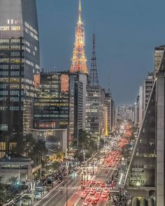 Tem como não se encantar com as luzes da Avenida Paulista? . .  @vcamilo_29 . . #saopaulo #paulistano #fotografia #amorpaulistano #photography #photographie #sp #amorpaulistano #amosaopaulo #catracalivresp #centrosp #ig_saopaulo #cidadedagaroa #folhadespaulo #igerssaopaulo #entardecer #paulista #sampaloversp #marginalpinheiros #saopauloemfoco #saopaulonline #saopaulourbana #serpaulistano #sampa #sp4you #avenida #longaexposicao #saopaulosp #beautifuldestinations #urban College Aesthetic, City Aesthetic, Paulistano, City People, Brazil Travel, World Cities, South America Travel, Urban Landscape, Night Life