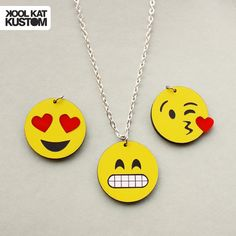 Etsy の Emoji Halskette by KoolKatStore