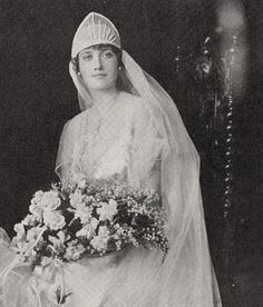 Edith Bouvier Beale, St. Patrick's Cathederal, 1917. This photo shows more of her wedding gown and bouquet. - See more at: http://s1081.photobucket.com/user/JoanBlalock/media/Big%20and%20Little%20Edie%20of%20Grey%20Gardens/97414aab.jpg.html?sort=6=108#sthash.bdg7N4Kp.dpuf