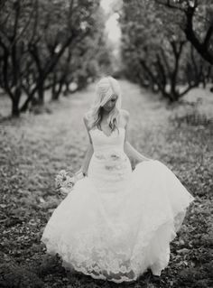 Black and white wedding pictures in a vineyard = my dream