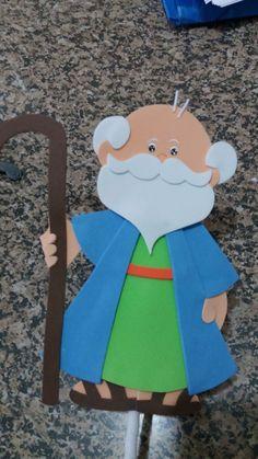 Fantoches biblicos confeccionado em eva 100 % artesanal Tamanho personagens sem palito Abraão e Isaque 20cm Burrinho 17.5cm Cordeiro 17cm Cutelo 15.5cm Tamanho personagens com palito 33.5cm