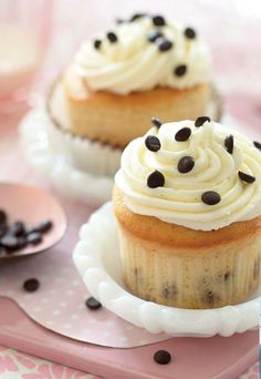 """Katherine & Sophie From """"DC Cupcakes"""" Share Two Amazing Cupcake Recipes With Closer! - Closer Weekly"""