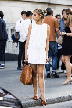 Vestido branco + sandalia caramelo + bolsa caramelo / white dress + camel sandals and bag