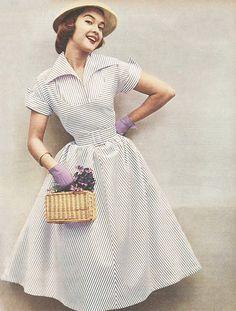 Retro Fashion Women Vintage Fashion Ideas from Hairstyles, Dresses, Hats & Shoes! Moda Vintage, Moda Retro, Vintage Mode, Vintage Ladies, Vintage Woman, Vintage Style, 1940s Dresses, Vintage Dresses, Vintage Outfits