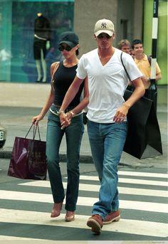 1999 - Victoria and David shopping in Sloane Street in London - 003(1) - ZIGAZIG HA! Gallery