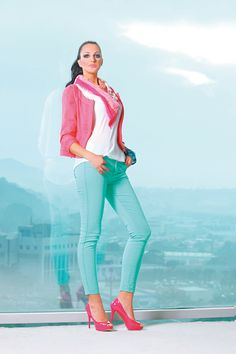 Skinny Jeans en verde menta. Dolly Fashion, Capri Pants, Skinny, Cute, Outfits, Clothes, Ideas, Style, Mint Green