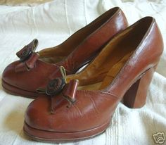 1940s shoe style brown leather heels pumps