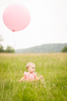 One-year-old photo. http://kendraholly.com/updated-ella-pictures/ #oneyear #kidsphotography