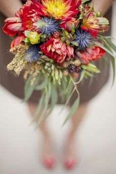 Fall Flower Trend: Big Blooms // Olive Juice Studios // From: 7 Hot Fall Wedding Trends to Steal Right Now // http://blog.theknot.com/2013/09/12/hot-fall-wedding-trends-to-steal-right-now/
