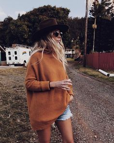WEBSTA @the_salty_blonde Give me all of the giant sweaters, even in Hawaii. http://liketk.it/2ug2P