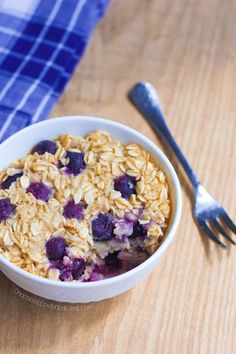 Blueberry Baked Oatmeal Mug Cake – a filling & nutritious breakfast, bursting with blueberries! Packed with wholesome oats, sweet blueberries, and just a hint of vanilla, this single-serving breakfast mug… Microwave Baking, Mug Cake Microwave, Oatmeal Cake, Blueberry Oatmeal, Blueberry Desserts, Mug Recipes, Cooking Recipes, What's Cooking, Healthy Cooking