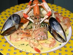Choucroute de la mer w/ fried fish Fish Stew, Fried Fish, Fried Chicken, Sauerkraut, Alsace, Seafood Dishes, Bon Appetit, Chicken Recipes, Steak