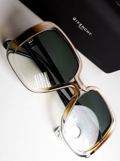 Are you aware of the dangers of blue light and how you should wear blue light blocking glasses? Stylish Sunglasses, Cat Eye Sunglasses, Mirrored Sunglasses, Sunglasses Women, Givenchy, Lunette Style, Cool Glasses, Fashion Eye Glasses, Sunglass Frames