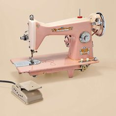 Vintage Pink Sewing Machine- if only it wasn't so risky to buy (might not work!) I would so buy it