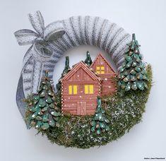 Obloha je zatiahnutá sivými mrakmi a v dedinke pod horou začínajú padať prvé vločky… Hanukkah, Christmas Wreaths, Holiday Decor, Home Decor, Decoration Home, Room Decor, Home Interior Design, Home Decoration, Interior Design