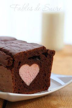Plum cake al cacao con cuore rosa! Mi sono innamorata di lui al primo sguardo. Non vi dico dopo il primo morso, buono, soffice, semplice e d'effetto