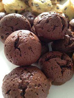 Cette recette m'a été donné en réunion weight watchers ... Étant fan de chocolat, j'essaie tous les fondant, coulant, moelleux, gâteaux au chocolat ... en allégeant un peu les recettes !! Vous pouvez utiliser un moule à pop cake ou un moule à petits fours....