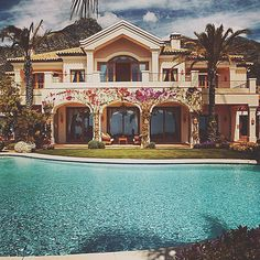 Would be my dream home! H & M Home, Take Me Home, Jacuzzi, Luxury Life, Luxury Homes, Hotels, Barbie Dream House, Tropical Houses, Tropical Paradise