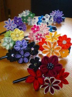 前回のブログで、出番待ちの小花ちゃん達。。。 5個ずつ色目を揃えて、ミニクリップに仕上げてみました。      取り外しのできる下がりを...