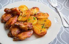 Aripioare in sos soia si cartofi noi la cuptor Imi place sa gatesc mancaruri rapide si delicioase. Preparatele la cuptor sunt atat de usor de facut.