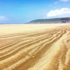 Heading to the stunning coastline of North Devon? Read our pick of the best beaches in North Devon here. We talk you through secret coves, magnificent stretches of golden sands and dog friendly beaches for the family. Beautiful Places To Visit, Beautiful Beaches, Devon Beach, Bristol Channel, Devon And Cornwall, Devon England, North Devon, Beach Shack, Dartmoor