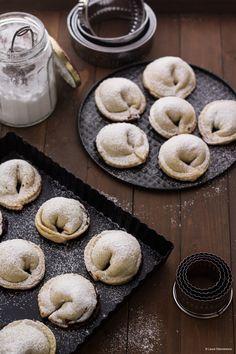 Dall'uva Montepulciano a 'scrocchiata' a 'cellipieni' Italian Cookie Recipes, Italian Cookies, Italian Desserts, Great Desserts, Mini Desserts, Dessert Recipes, Somoa Cake, Scones, Marshmallow Cake
