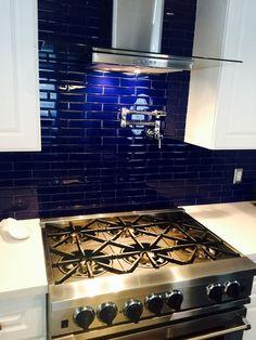 Black Kitchens – Black Cabinet And Backsplashes Ideas Blue Kitchen Designs, Blue Kitchen Decor, Kitchen Island Decor, Kitchen Backsplash, Black Backsplash, Industrial Kitchen Design, Contemporary Kitchen Design, Dark Wood Kitchens, Black Kitchens