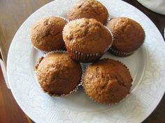 Pekmezli ve zencefilli muffin çok lezzetli bir tariftir. İsterseniz zencefil yerine portakal kabuğu rendesi ve kuru üzüm kullanarak farklı bir lezzet elde edebilirsiniz.