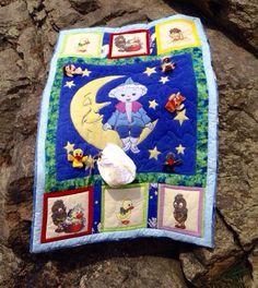 """Kinderquilt, Babyquilt, Spielquilt, """"Sandmann und seine Freunde""""  2015  eigener Entwurf aus alter Bettwäsche DDR Fingerpuppen Klettverschluss"""