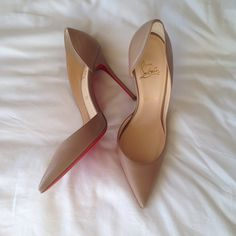 Amazing with this fashion pumps! get it for 2016 Fashion Christian Louboutin Pumps for you! Cl Shoes, Me Too Shoes, Shoes Heels, High Heels, Pointed Toe Heels, Stiletto Heels, Nude Pumps, Stilettos, Christian Louboutin Sandals