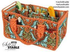 In dieser Tasche kriegen Sie alles rein! Verwenden Sie sie zur Verwahrung Ihrer Handarbeitsutensilien oder als Wickeltasche. Nehmen Sie sie mit ins Büro oder verwenden Sie sie als Shopper. Die offene Tasche hat Innen viele...
