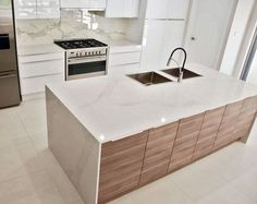 The 5131 Calacatta Nuvo by Caesarstone. Take a look at our collections >> Home Decor Kitchen, New Kitchen, Kitchen Design, Kitchen Ideas, Kitchen Island, Butcher Block Countertops Kitchen, Quartz Countertops, Calacatta Nuvo, Kitchen Color Trends