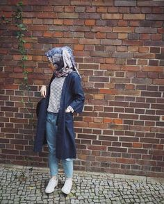 OOTD Neuestes Hijab-Hemd Ala Selebgram 2018 navy Strickjacke T-Shirt langes Top-T-Shirt Schwa Ootd Hijab, Hijab Jeans, Casual Hijab Outfit, Hijab Chic, Casual Outfits, Fashion Outfits, Casual Hijab Styles, Hijab Fashion Casual, Sneakers Fashion