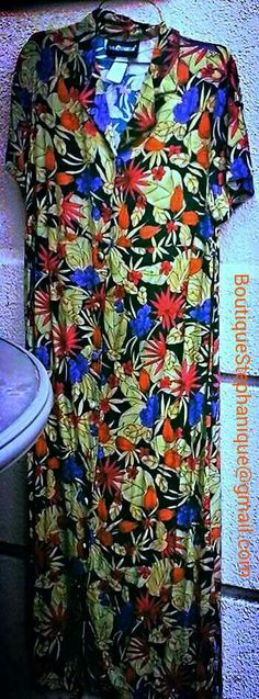 Great for the upcoming spring time this is a gorgeous large Sag Harbor dress with spectacular colors!  On sale now for $25 plus shipping is interesting in purchasing this item or have questions please contact me at the email address in the pic