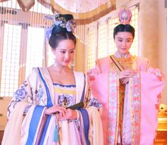 Hanfu:traditional Chinese costume. Zhang Junning and Fan Bingbing in 'Empress of China'.
