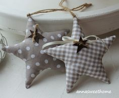 *♥♥♥ Schönes zum Schenken und Dekorieren ♥♥♥*  Diese süssen Sterne habe ich in vielen verschiedenen Stoffen genäht und mit einem Aufhänger und einem rostigen Stern sowie Satinband versehen. Sie...