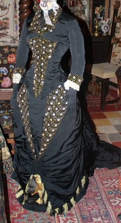 1870's. there are several good dress pictures in this Flickr album.