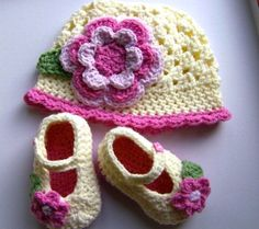 HAND KNITTED/ CROCHETED BABY BOOTIES/ SHOES & HAT SET TO FIT 3-6 MONTH GIRL | eBay