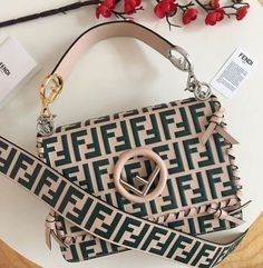 Good Free Fashion Bags fendi Popular Uour luggage and also shoes are precisely what outline your sensation of style. While the costume p Cheap Purses, Cheap Handbags, Prada Handbags, Handbags Michael Kors, Fashion Handbags, Purses And Handbags, Fashion Bags, Popular Handbags, Style Fashion