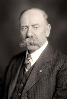At some point in my life I want a huge mustache.  I love mustaches.