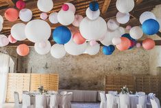 paper lanterns to decorate a barn wedding Wedding Venue Decorations, Wedding Lanterns, Paper Decorations, Fashion Shop Interior, Paper Lanterns Party, Paper Balls, Diy Wedding, Decor Wedding, Wedding Paper